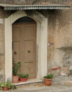 Intrarea fostei case